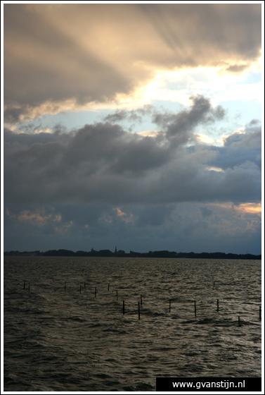 Coll2007-02 Donkere wolken boven het IJsselmeer bij Hoorn 280_0744.jpg