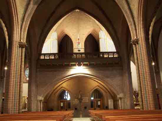 Interieur-Kerk Middenschip gezien vanaf het hoofdaltaar<br><br> 0320_Urbanuskerk_Bovenkerk_4611.jpg