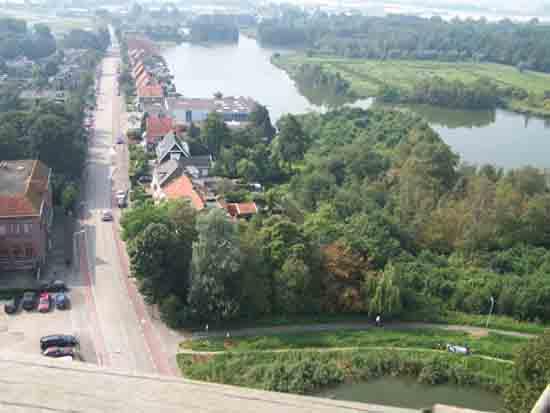 Uitzicht-Toren Begin van de Legmeerdijk met op de achtergrond de Kleine Poel,<br>op de voorgrond het Zwarte pad<br><br> 2590_Uitzicht_vanaf_Urbanustoren_2398.jpg