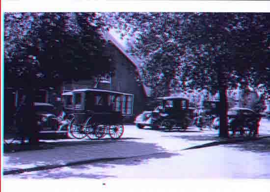 Oude-Opnames Parkeren bij cafe Van Kasteren tegenover de kerk - 1952<br>Het huidige Silversant<br><br> 8050_Historisch_Bovenkerk_Parkeren_bij_VanKasteren_1952.jpg