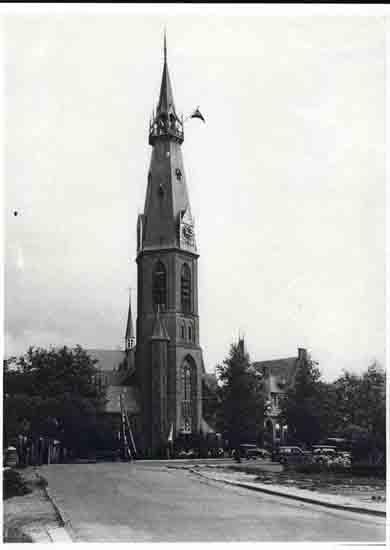 Oude-Opnames De vlag in top - 1952<br><br> 8060_Historisch_Bovenkerk_Vlag-in-top-1952.jpg