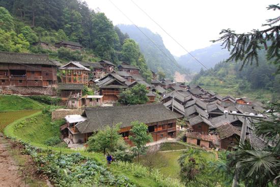 Langde Mooi uitzicht op Upper Langde village, fraai gelegen tussen de bergen<br><br> 0520_1523.jpg
