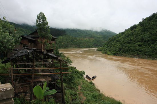 Rongjiang Prachtige natuur tijdens busrit<br><br> 0960_1804.jpg