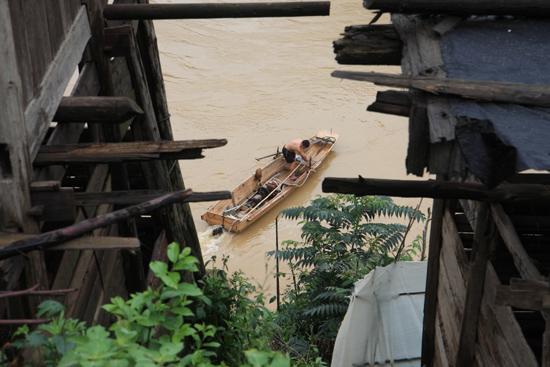 Rongjiang Dorp aan de rivier<br><br> 0970_1811.jpg