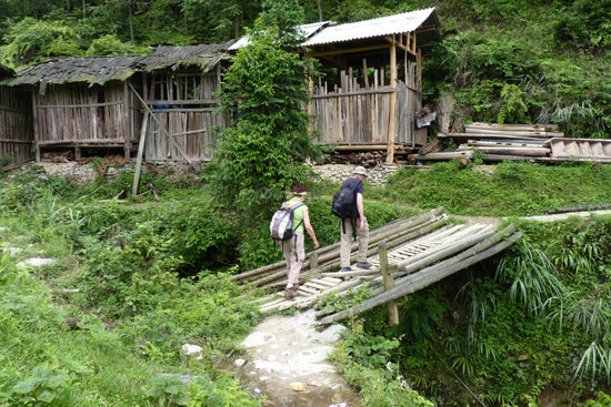 Tang_An Wandelen over bruggetjes en smalle bergpaadjes<br><br> 1270_1951.jpg
