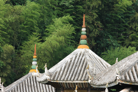 Chengyang Chengyang Dong village - Guizhou<br>De top van een van de Wind and Rain bruggen<br><br> 1470_2120.jpg