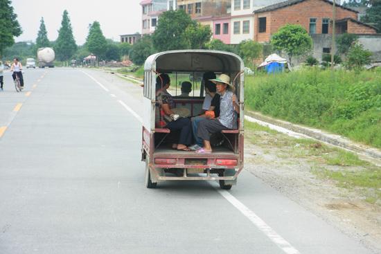 Yangshuo1 Openbaar vervoer<br><br> 1840_2405.jpg