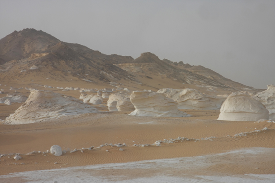 White-Desert The White Desert ten noordoosten van Farafra met heel veel kalksteenformaties 0720-White-Dessert-near-Farafra-2506.jpg