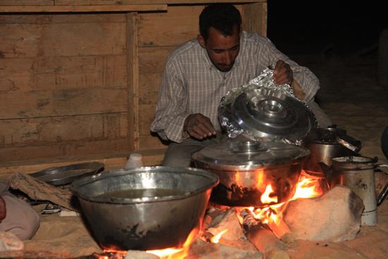 White-Desert Diner onder de blote hemel<br>The White Desert northeast of Farafra 0790-White-Dessert-near-Farafra-2572.jpg