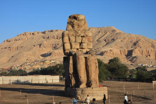 Luxor Een van de beelden van de Colossi of Memnon - Luxor 2180-Luxor-Colossi-of-Memnon4089.jpg