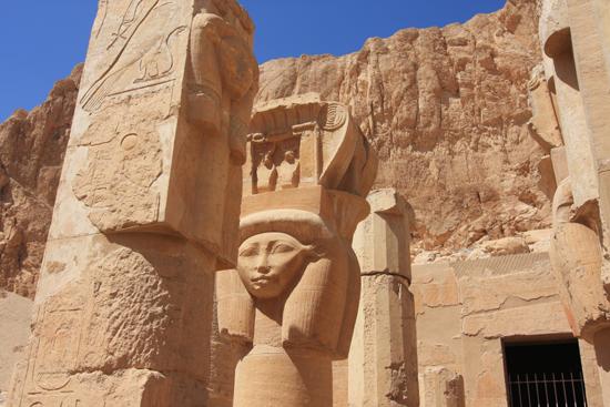 Luxor Hatsheput tempel<br>Detail van de Hathor Chapel 2240-Luxor-Temple-of-Hatsheput-4170.jpg