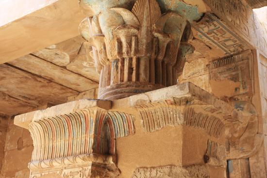 Luxor Hatsheput tempel<br>Detail van de Hathor Chapel 2250-Luxor-Temple-of-Hatsheput-4182.jpg