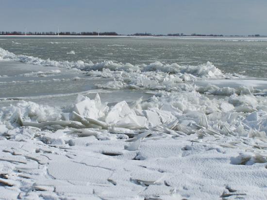 Kruiendijs Kruiend ijs bij het Visserseiland 070-Kruiend-ijs-Visserseiland-Hoorn-5070.jpg