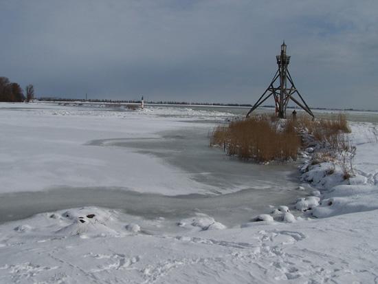 Kruiendijs Kruiend ijs bij het Visserseiland 090-Vuurtoren-Visserseiland-Hoorn-5085.jpg