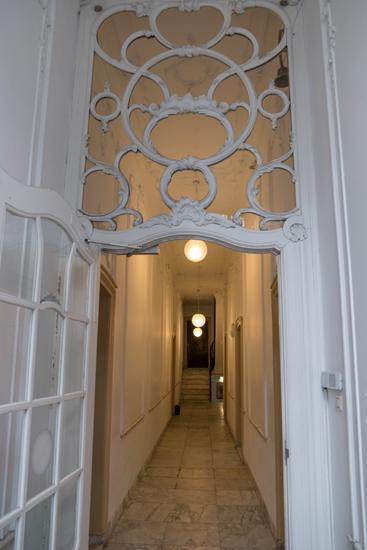 Kantongerecht Kantongerecht Hoorn<br>Doorkijkje naar de gang vanauit de vestibule Kantongerecht_Hoorn_1010.jpg