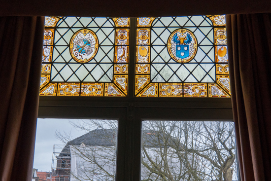 Kantongerecht Gebrandschilderde ramen aan achterzijde  Kantongerecht_Hoorn_1056.jpg