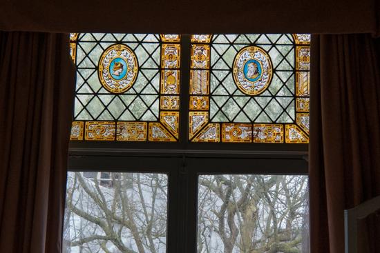 Kantongerecht Gebrandschilderde ramen aan achterzijde  Kantongerecht_Hoorn_1057.jpg