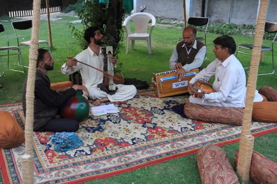 Pahalgam2 Shanty muzikanten tijdens zonsondergang<br><br> 0770-Pahalgam-Kashmir-3008.jpg