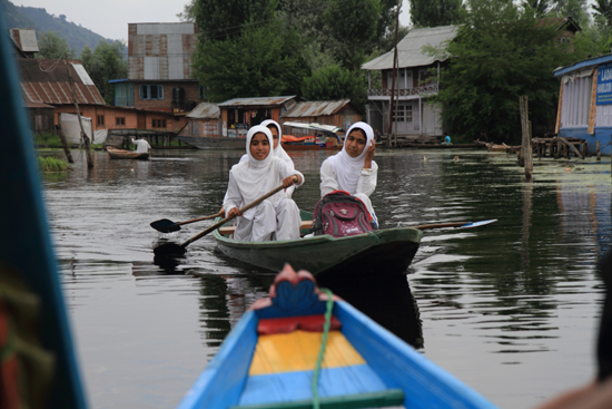 Srinagar2 <br><br> 1250-Shikara-vaartocht-meren-Srinagar-3426.jpg