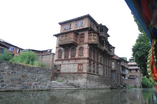Srinagar2 <br><br> 1270-Shikara-vaartocht-meren-Srinagar-3441.jpg