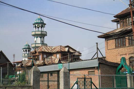 Gulmarg Een van de vele moskee�n van Srinagar<br>Begin van een korte rit naar wintersportplaats Gulmarg<br><br> 1300-moskee-Srinagar-3481.jpg