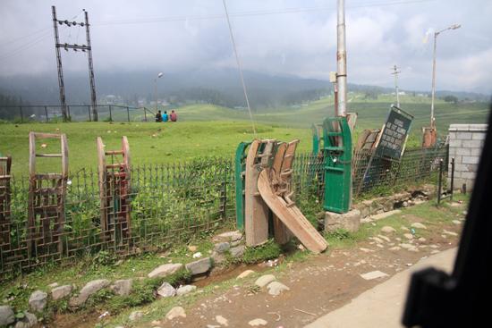 Gulmarg Houten slee�n in Gulmarg - Kashmir<br><br> 1330-Gulmarg-Kashmir-3497.jpg
