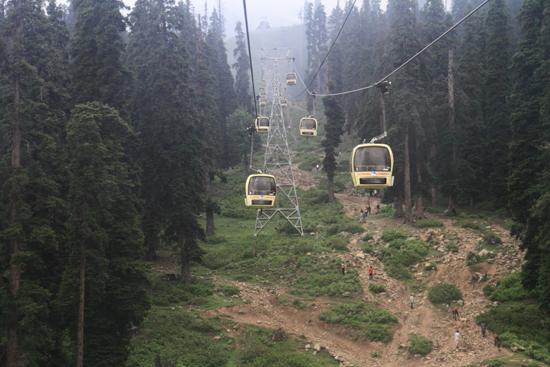 Gulmarg Kabelbaan tot 4000m hoogte in Gulmarg<br><br> 1340-Gulmarg-Kashmir-3502.jpg