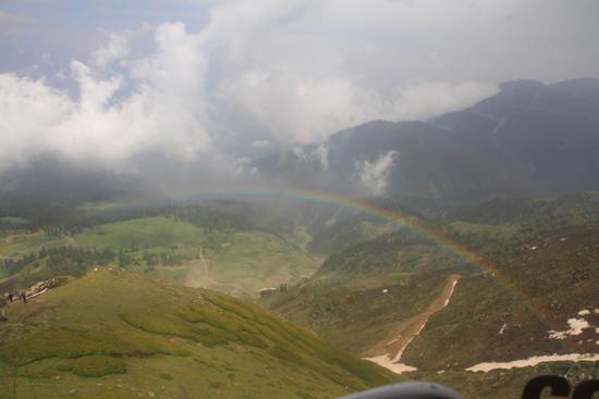 Gulmarg Mooi uitzicht met regenboog vanuit de kabelbaan<br><br> 1350-Gulmarg-Kashmir-3529.jpg