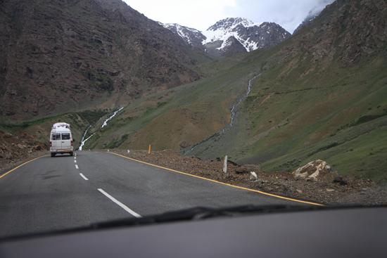 Kargil Nu veel betere wegen dan op de Zoji-La pas<br><br> 1780-Kargil-Ladakh-3831.jpg