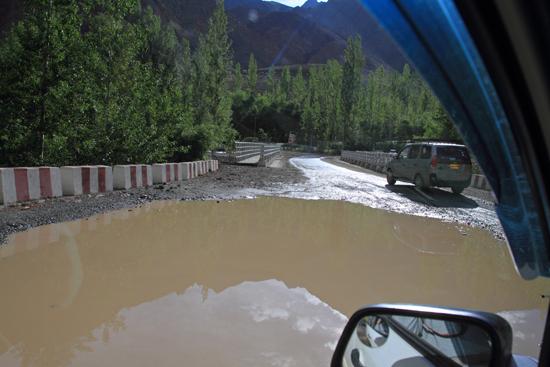 Lamayuru1 Weerspiegelende bergtoppen in de waterplas<br><br> 2040-Naar-Lamayuru-Ladakh-3980.jpg