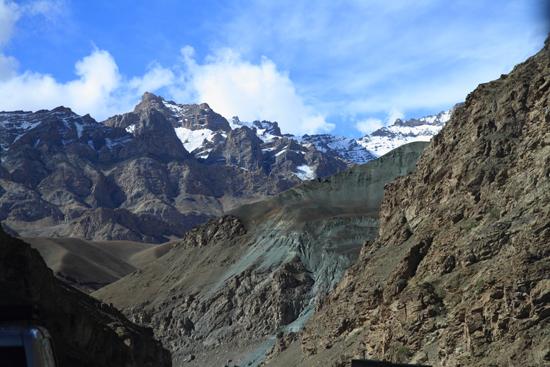 Lamayuru1 Steeds wisselende kleuren<br><br> 2060-Naar-Lamayuru-Ladakh-3989.jpg