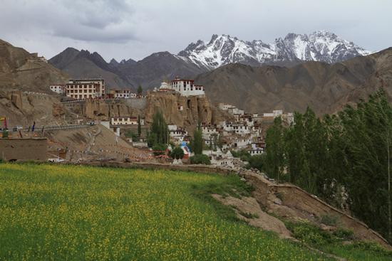 Lamayuru2 In plaat van te wachten dronken we een warme kop thee in een restaurant<br><br> 2330-Lamayuru-Ladakh-4218.jpg