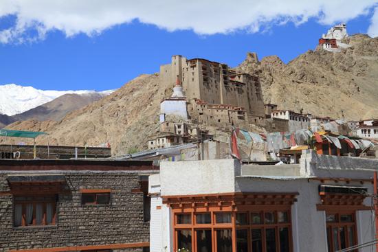 Hemis-Festival Leh centrum gezien vanaf een dakterras <br><br> 2670-Leh-Ladakh-4521.jpg