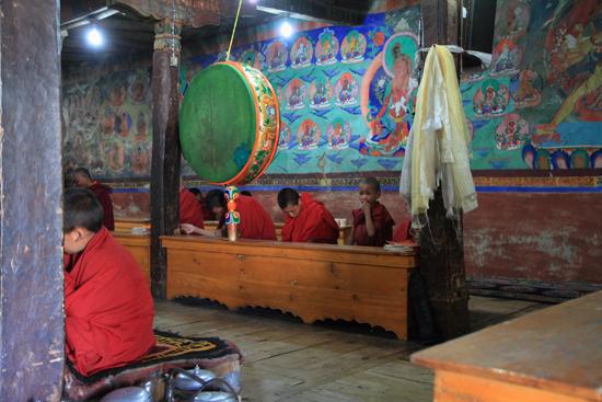 Thikse Thikse of Thiksay klooster<br>Puja gebedsdienst<br><br> 2810-Thikse-Thiksay-Ladakh-4601.jpg