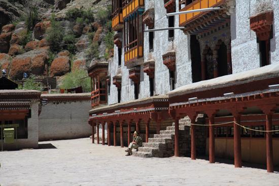 Shey Hemis klooster<br>Even een break na al het kloostergeweld<br><br> 3020-Hemis-klooster-Ladakh-4695.jpg