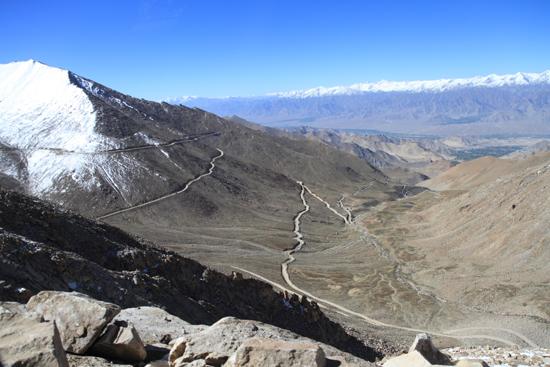 Khardung-La Mooi overzicht van de weg waarop we nu rijden<br><br> 3600-Khardung-La-Pass-Ladakh-5007.jpg