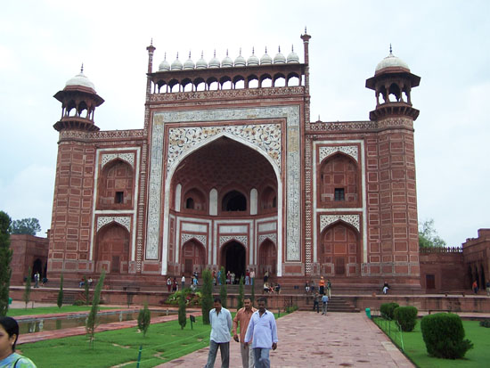Agra Vroeg in de ochtend, daarom nog redelijk rustig 100_3924.jpg