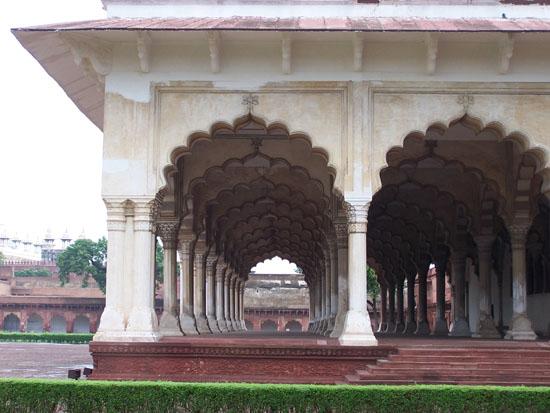 Agra Het Agra-fort - zuilengalerij 100_3974.jpg