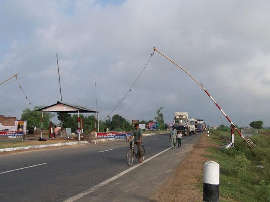 Khajuraho1 Tolheffing op weg naar Khajuraho, was bijna bij elk dorp raak 100_4009.jpg