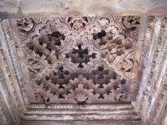 Khajuraho2 Gelaagd plafondwerk 100_4110.jpg