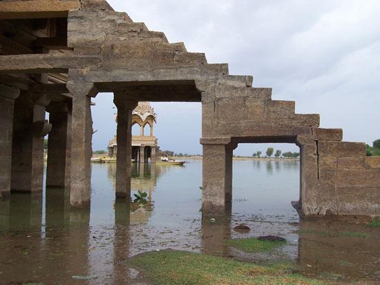 Jaisalmer Gadsisar Lake in het centrum van Jaisalmer Gadsisar-Lake-Jaisalmer_2993.jpg