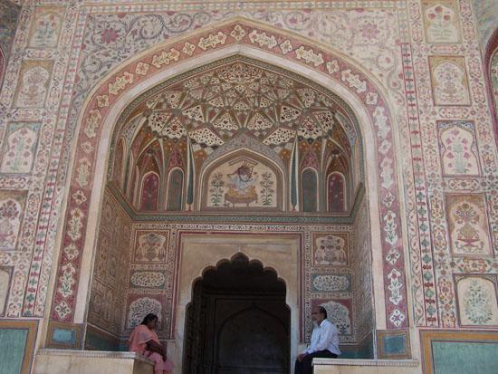 Jaipur The Ganesh PolSchitterend mozaik door het hele fort heen Ganesh-Pol-Jaipur_3630.jpg