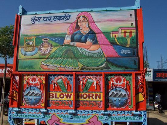 Pushkar Fraai geschilderde achterzijde van truck Gedecoreerde-truck-India_3481.jpg