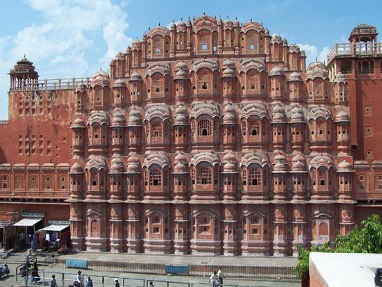 Jaipur De Hawa Mahal ofwel Paleis der Winden (1799) in JaipurDe bekendste gevel van India Hawa-Mahal-Plaleis-der-Winden-Jaipur_3688.jpg