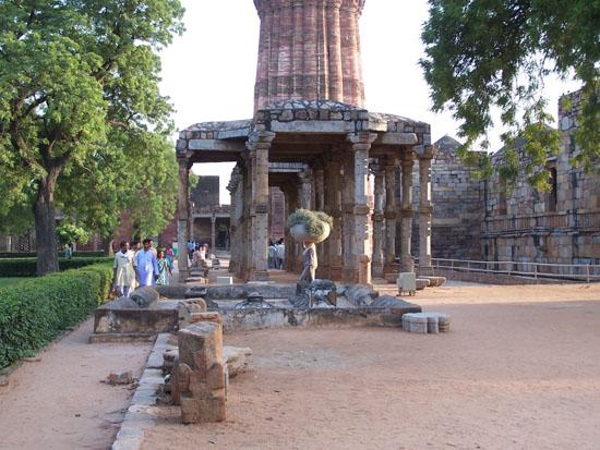 Delhi Delhi - Qutab minar complex (1193) Qutab-Minar-Complex-Delhi_2506.jpg