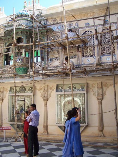 Udaipur Restauratiewerkzaamheden aan fraaie gevel Restauratiewerk-gevel-City-Palace-Udaipur_3400.jpg