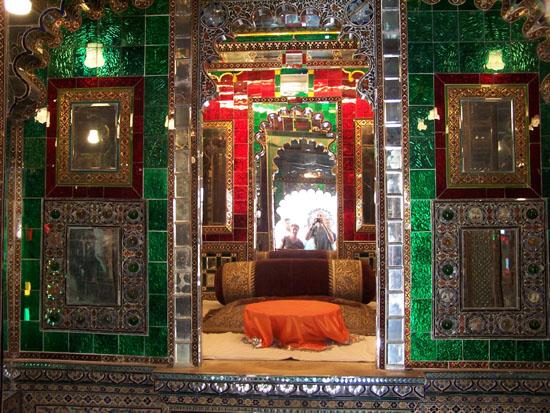 Udaipur Zelfportret in schitterende spiegelzaal Zelfportret-Spiegelzaal-City-Palace-Udaipur_3401.jpg
