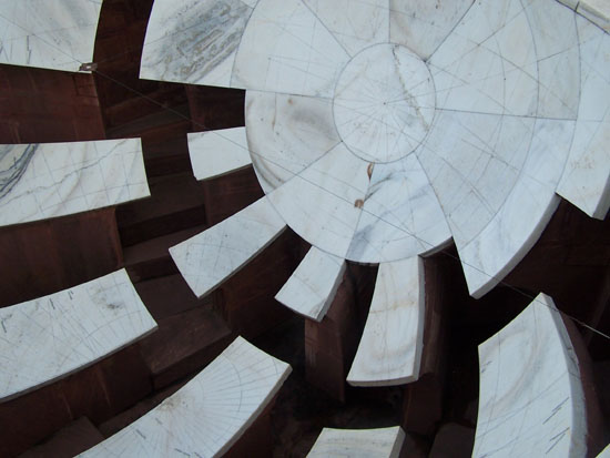 Jaipur Jai Prakash YantraMarmeren zonnewijzer van enorme afmeting Zonnewijzer-Jantar-Mantar-Jaipur_3727.jpg
