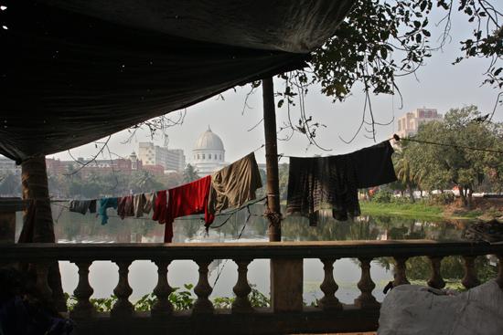 Kolkata1 The impressive main post office of Calcutta in the background Het imposante hoofdpostkantoor van Kolkata op de achtergrond 1490_2934.jpg