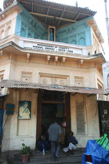 Kolkata1 A short but impressive visit to Mother Teresa's Home forthe sick and dying destitutes Een kort maar indrukwekkend bezoek aan Moeder Teresa's huisvoor de zieke en stervende armen 1600_3042.jpg